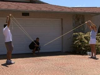 Hvordan lage en tre-Man Water Balloon Launcher