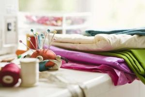 Hvordan Sy en Satin Kast Blanket