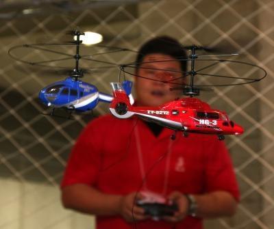 Instruksjoner om Flying the Blade CX2 RC Helikopter