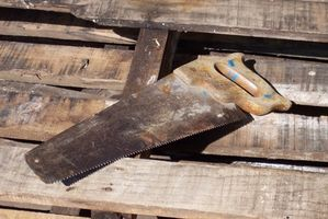 Hvordan identifisere Old Trebearbeiding verktøy