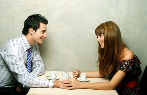 Hvordan fortelle en kvinne du liker henne Kjærester