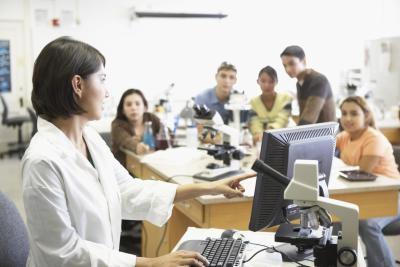 Hva er de forholdsregler som brukes i laboratoriet ved lærere?