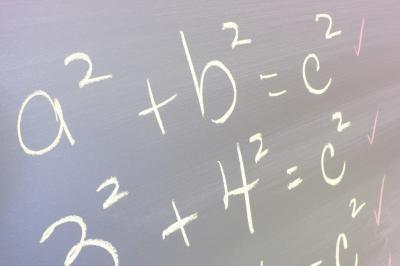 Hvordan løse To trinn ligninger på en kalkulator