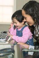 Spill og aktiviteter for spedbarn og småbarn