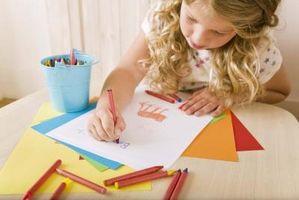Stadier av kunstnerisk utviklingsarbeid at små barn går gjennom fra barndom til fjerde klasse