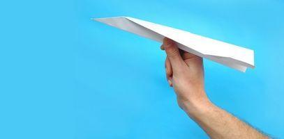 Hvordan lage en modell jagerfly tom for papir