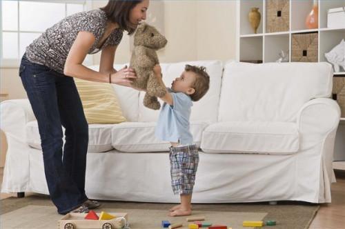 Hvordan lære småbarn å plukke opp leker