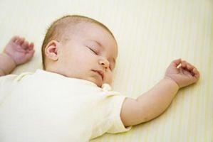 Hvordan bruke en Sound Machine til å sette en baby til å sove