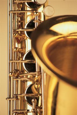 Hvordan lage notene på en Saxophone Sharper