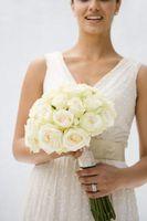 Hvordan Fest Rhinestones til Wedding Buketter