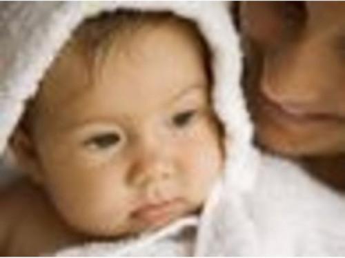 Hvordan å bade nyfødte babyer