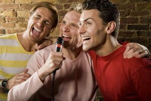Hvordan laste ned Karaoke Revolution PS3 Songs