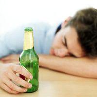 Hvordan hjelpe en venn med en mindreårig alkoholproblem