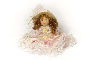 Hvordan finne verdien av en Porcelain Doll