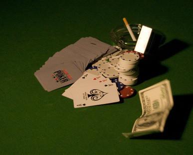 Hvordan tjene penger Hosting en Hjem pokerturnering