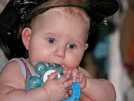 Infant Aktiviteter for alderen 3 til 6 måneder