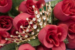 Hvordan lage Crystal Pynt for blomsterdekorasjoner