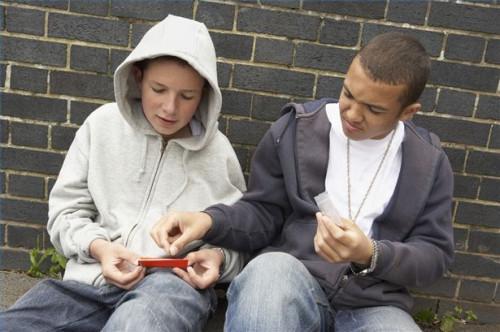 Hvordan identifisere Teenage narkotikabruk