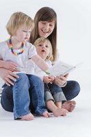 Hvordan finner jeg ut noen av faktorene som kan påvirke et barns språkutvikling?