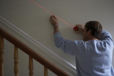 Hvordan endre en laser penn til en laser som kan brenne