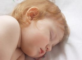 Hvordan få en eldre barnet til å sove på egen hånd