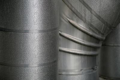 Hvordan Cut galvanisert metall med en lommelykt