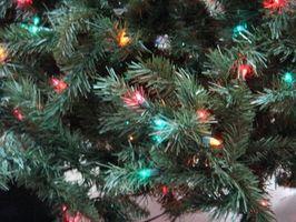 Hvordan sette lys på en innendørs juletre