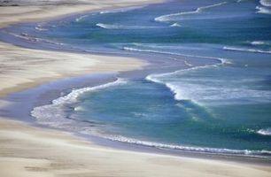 Hva gjør Høye & fjære i havet?