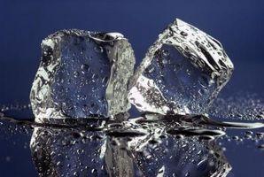 Hva oppstår mellom en fast, flytende og gass når Matter overganger?