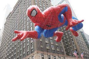 Hva skjer med ballonger på slutten av Macys Thanksgiving Day Parade?