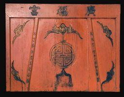 Hvordan finne den Appraisal Verdi av en orientalsk Carved Wood Cabinet