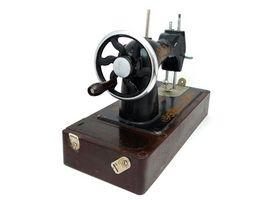 Hvordan identifisere en Vintage Singer Symaskin Crank