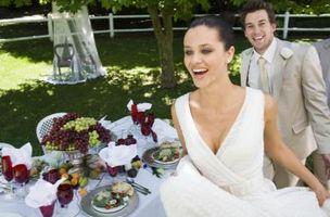 Hva er fremgangsmåten for hvordan å dekorere en bryllupsfeiring Table?