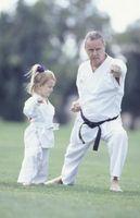 Hvorfor Foreldre og barn bør bli en kampsport klasse sammen