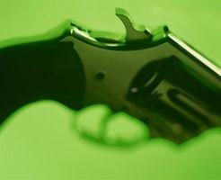 Hvordan finne serienummeret på en Rossi Revolver