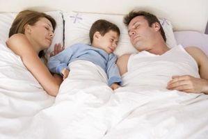 Tips om hvordan å stoppe Co-Sleeping med barna