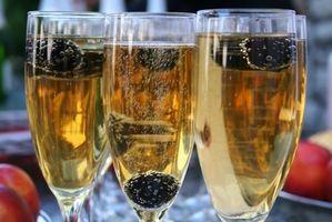 Hvordan planlegge drinker per gjest i et bryllup mottak