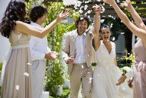 Hva du skal ha til en kveld utendørs bryllup
