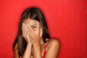 Hvordan komme over å være nervøs rundt en Guy