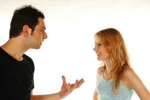 Fordeler og ulemper ved en kjæreste som en Roommate