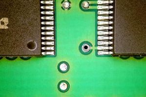 Hvordan Lim en IC Chip til et PCB