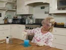 Science Fair Projects med salt, sukker, natron, eddik og matolje