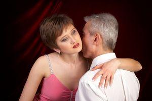 Tips for en kvinne å tiltrekke seg en mann