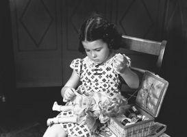 Hvordan fikse Dolls som holdes sammen med gummistrikk