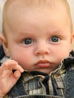 Baby Boy Utlysing Gaver