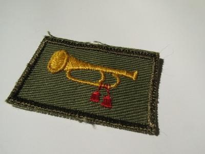 Hvordan kan jeg identifisere en gammel militær uniform?
