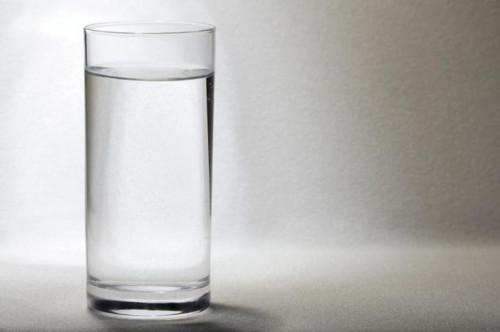 Hva er pH destillert vann?