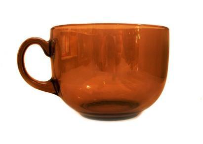 Hvordan å bore i et Glass Teacup