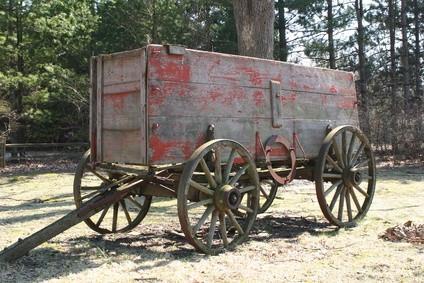 Hvordan lage en Wagon Wheel tom for papir