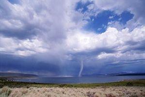 Skyer forbundet med Tornadoes
